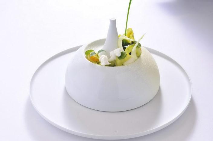 Ein mit liebe eingerichtetes Dessert - ein fantastisches kreatives Kunstwerk von dem Pattisier Christian Hümbs.